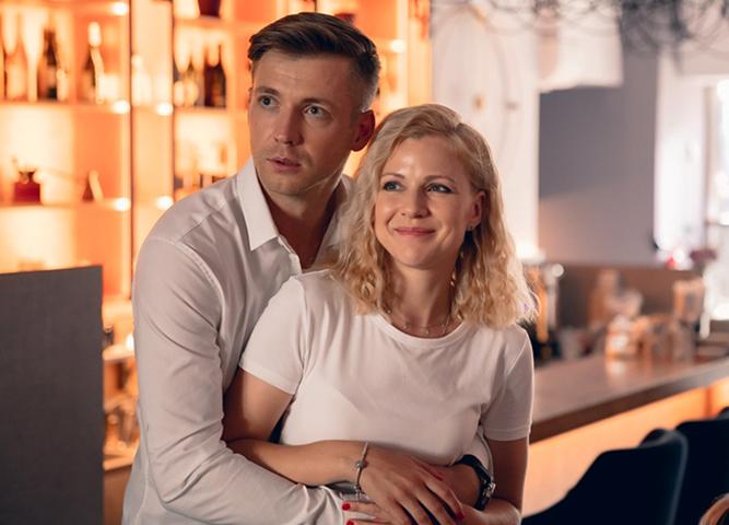В фильме «Любовь с ароматом кофе» (2020)