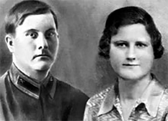 Родители — Александр Антонович и Надежда Андреевна