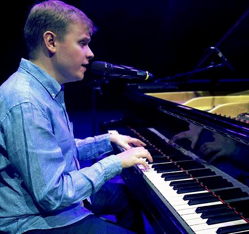 Пианист Олег Аккуратов