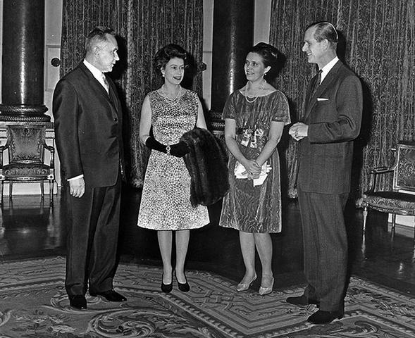 Алексей Косыгин, Елизавета II, Людмила Гвишиани-Косыгина, принц Филипп