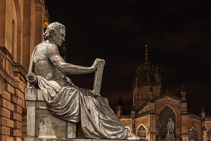 Статуя Юма работы Александра Стоддарта на Королевской Миле в Эдинбурге