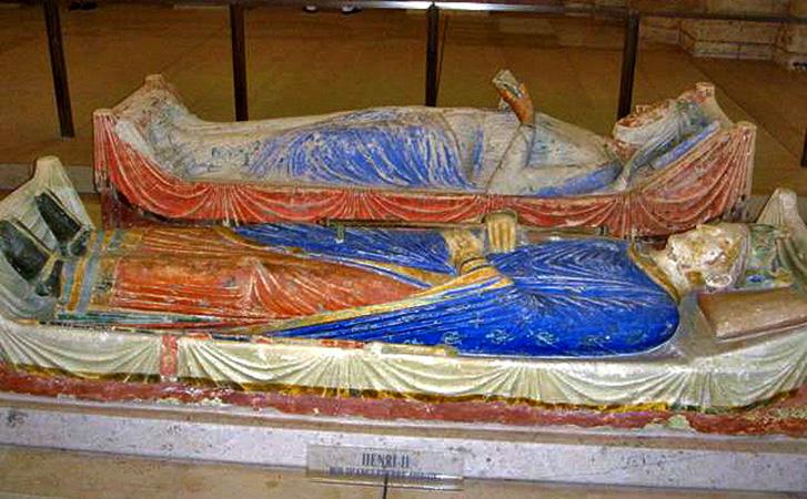 Могила Генриха и Алиеноры в аббатстве Фонтевро