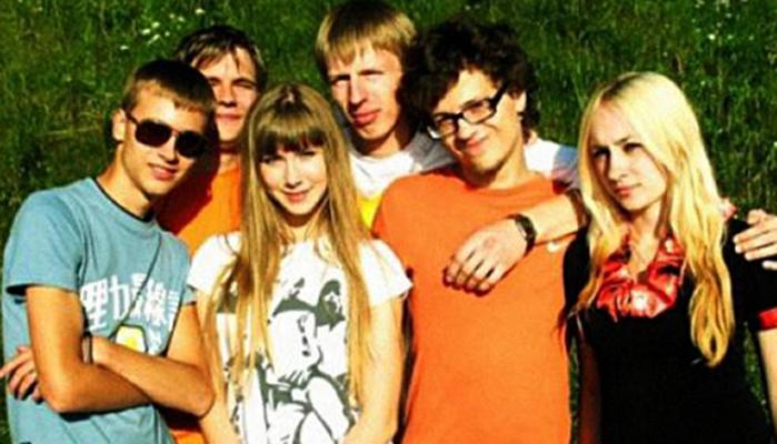 Олег Савченко (второй справа) в юности