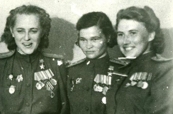 Евгения Жигуленко (слева)