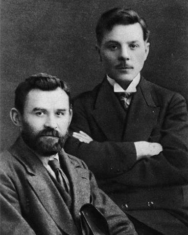 Григорий Петровский и Климент Ворошилов (1917 г.)
