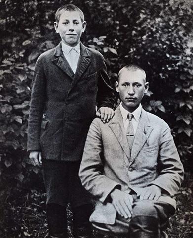 Петр Машеров (слева) с Павлом (братом)