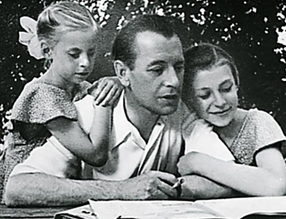 С дочерьми Натальей и Еленой