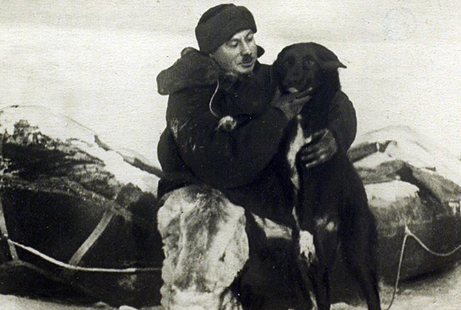 Иван Папанин в Арктике с псом