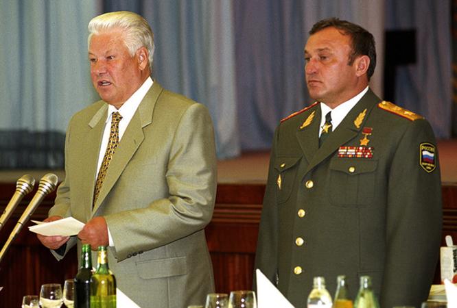 Борис Ельцин и Павел Грачев
