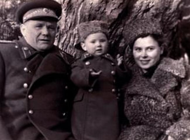 С женой Ниной и сыном