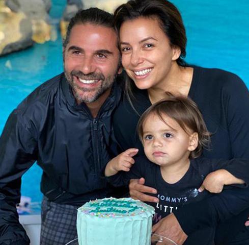 С мужем Хосе и сыном Сантьяго