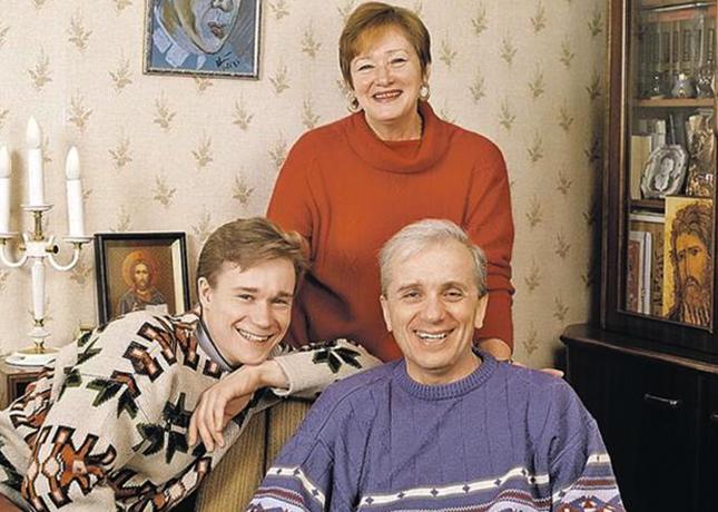 C первой женой и взрослым сыном