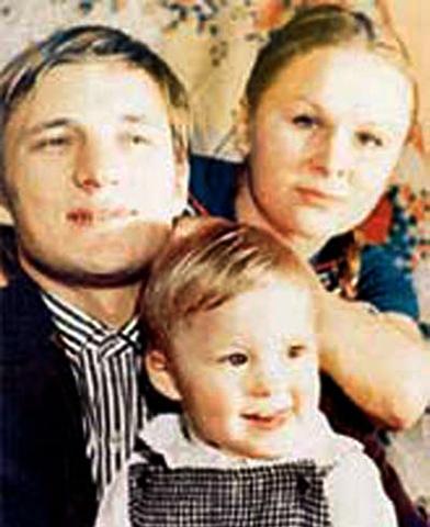 С первой женой Натальей и дочерью Анастасией