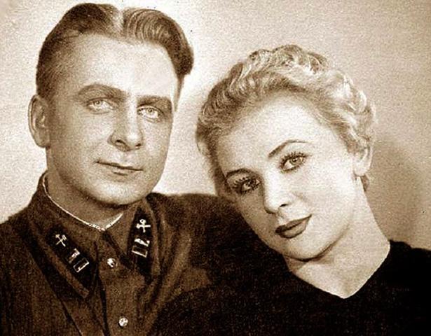 С первым мужем Анатолием