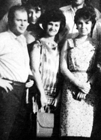 Первая жена Лариса (справа)