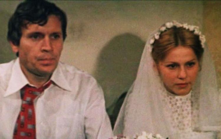 В фильме «Молодая жена» (1979)