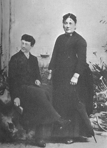 Анри Матисс с мамой (1889)