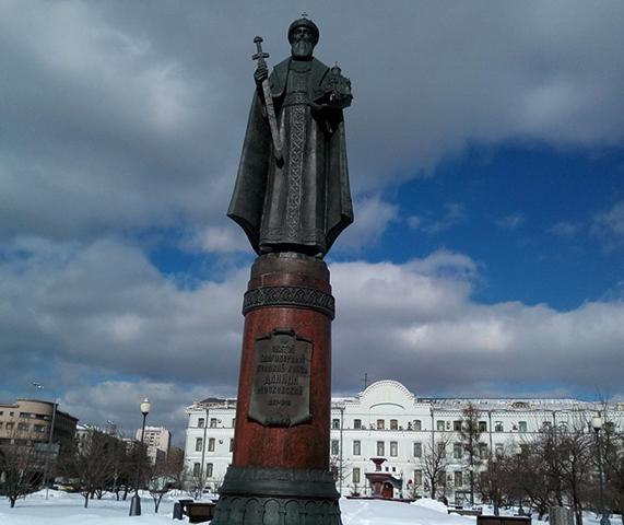 Памятник на площади Серпуховской заставы