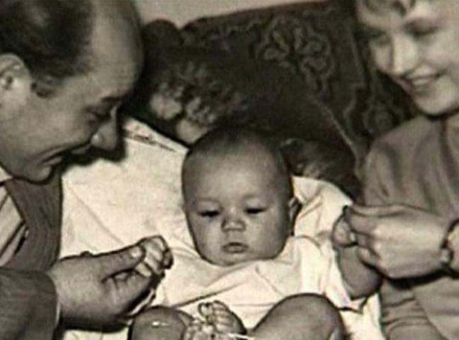 Андрей Леонов с родителями в младенчестве