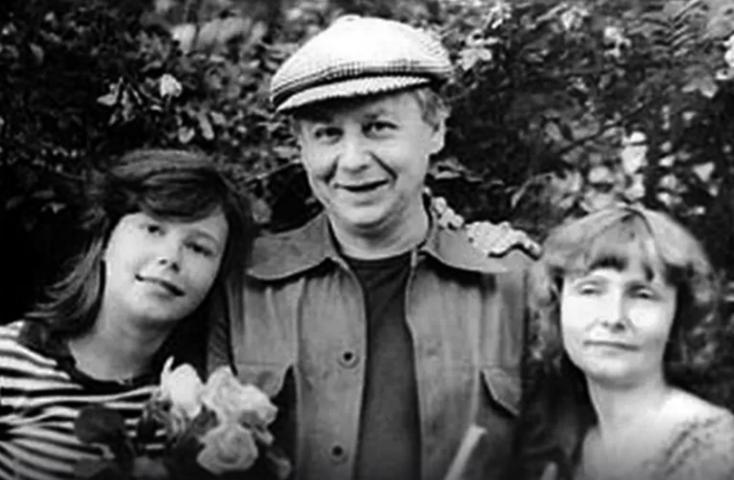 Александра Табакова с родителями в юности