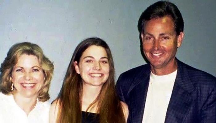 Эми Ли с родителями в юности (17 лет)