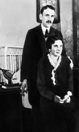 Родители — Михаил Александрович и Елена Иосифовна