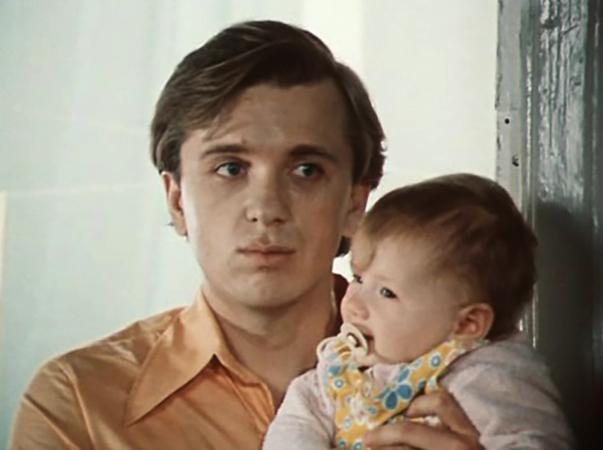 В комедии «По семейным обстоятельствам» (1977)