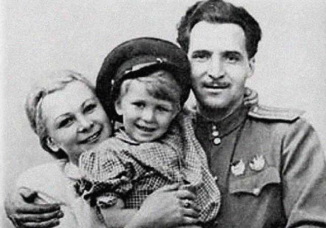 Со вторым мужем Константином и дочерью Марией