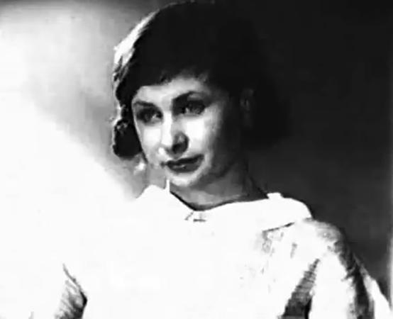 В фильме «Строгий юноша» (1935)