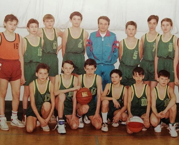 Андрей Кириленко (верхний ряд, 3-ий слева) в юности