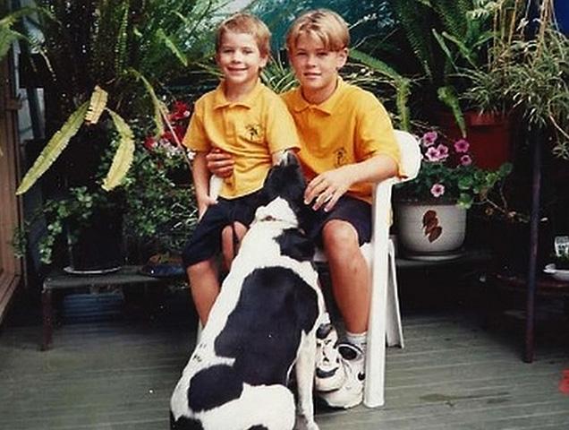 Крис Хемсворт (справа) с братом Лимом в детстве