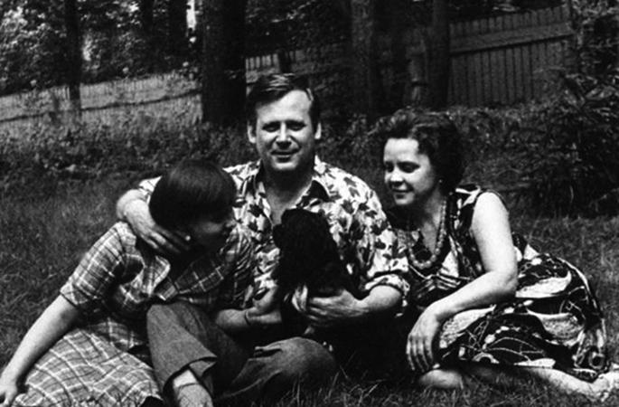 С женой Людмилой и дочерью Мариной
