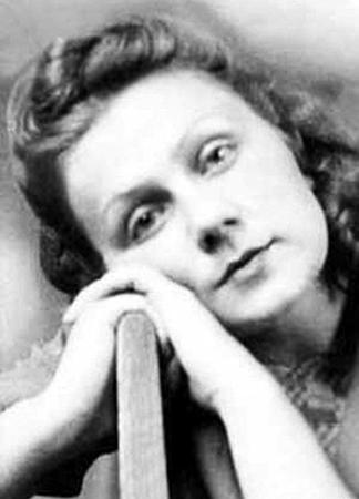 Первая жена — Валентина Архангельская