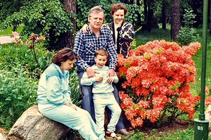 С женой, дочерью и внуком Николаем