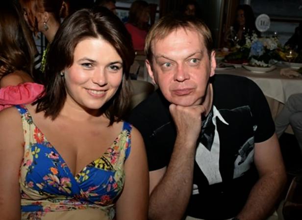 С женой Олесей