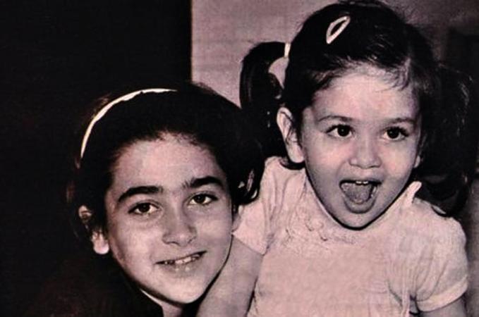 Карина Капур (справа) с сестрой в детстве