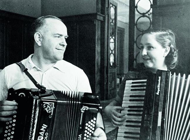 Эра Жукова с отцом (1945)