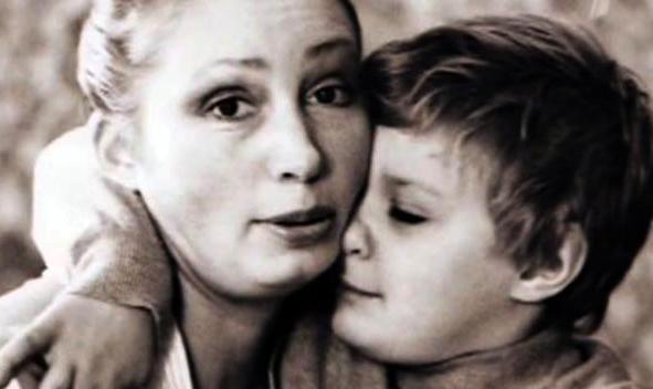 Филипп Васильев с мамой в детстве