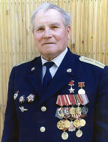 Михаил Петрович Девятаев в старости