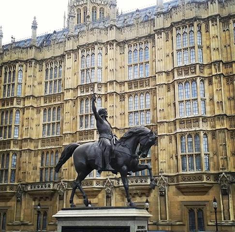 Памятник Ричарду I у Вестминстерского дворца в Лондоне
