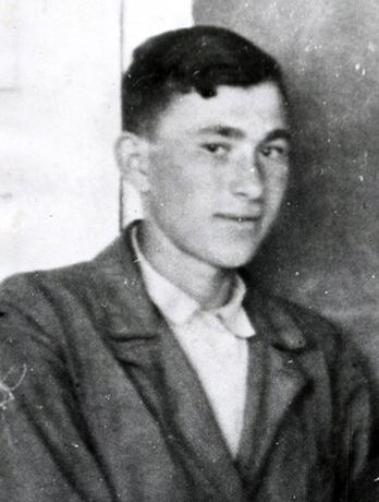 Павел Беляев в юности (в 9 классе)