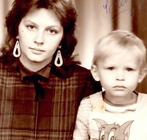 Юлия Пересильд с мамой в детстве