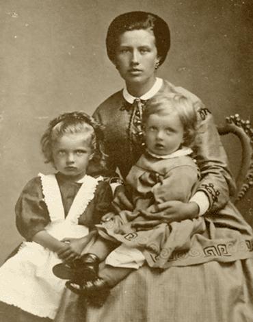 Мария Сибелиус с детьми Линдой и Яном