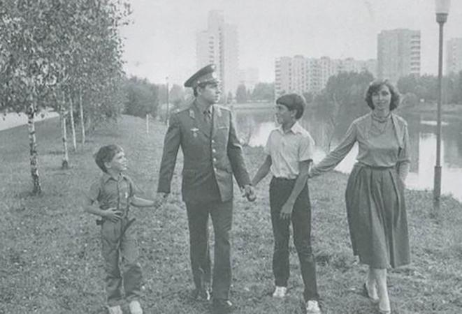С женой Анной и детьми