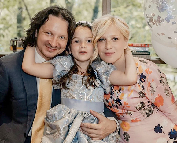 С мужем Максимом и дочерью Василисой