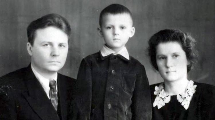 С женой Зинаидой и сыном Александром