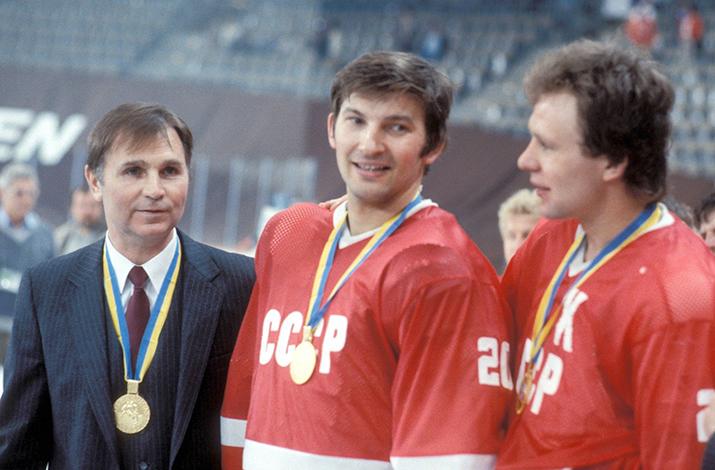 Виктор Тихонов, Владислав Третьяк, Вячеслав Фетисов с золотыми медалями
