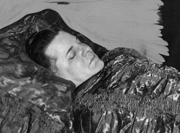 Чарльз Флойд в гробу