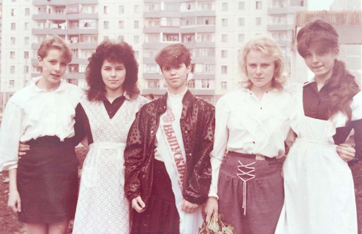 Елена Кравец (слева) в юности
