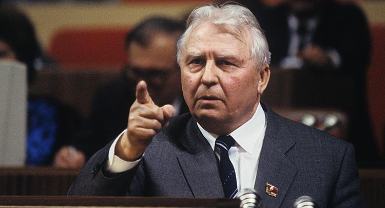 Политик Егор Лигачев